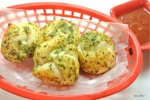 Easy Pesto Garlic Knots